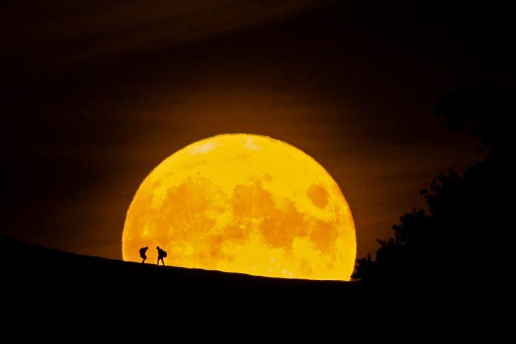 Full Moon rise,