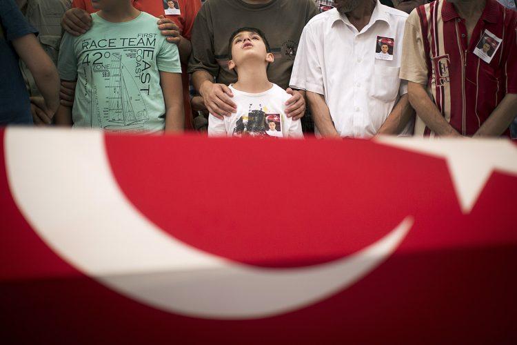 387a089db965efab-SWNS_ISTANBUL_TAKSIM_12