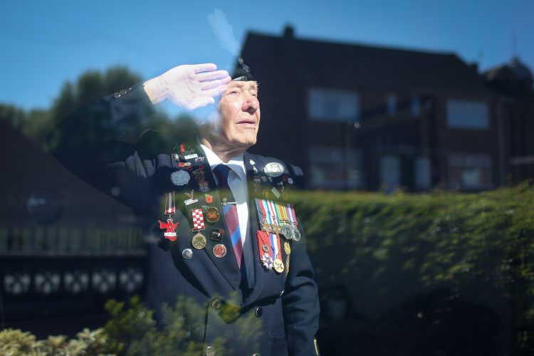 WWII VETERAN BANNED FROM TRAVEL TO LONDON TO MARK VE DAY DUE TO CORONAVIRUS LOCKDOWN HOLDS POIGNANT WINDOW TRIBUTE INSTEAD