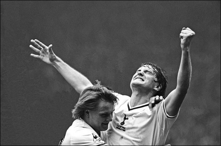 PIC JON BOND GLENN HODDLE SCORES FA CUP 1981