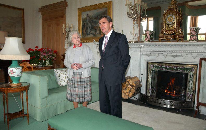 Queen Elizabeth II meets Victorian Premier Brumby.