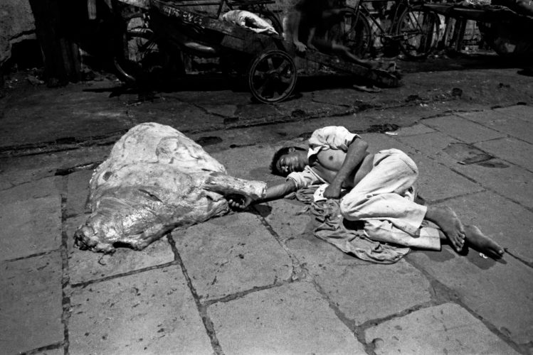 Meat worker asleep before shift in Crawford Market, Mumbai