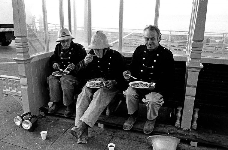 GRAND HOTEL BOMBING - OCTOBER 1984 - FIREMEN TAKE A BREAK