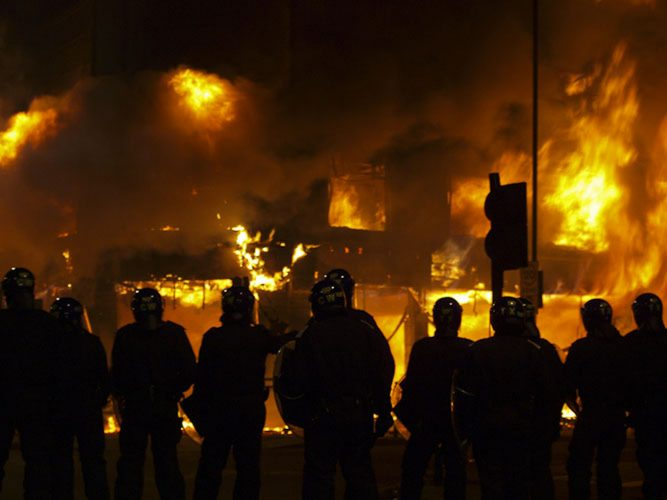 Riot breaks out in Tottenham Hale - London. 06/08/11